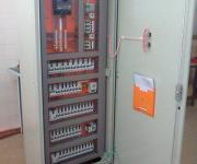 Montagem de quadro de distribuição elétrica